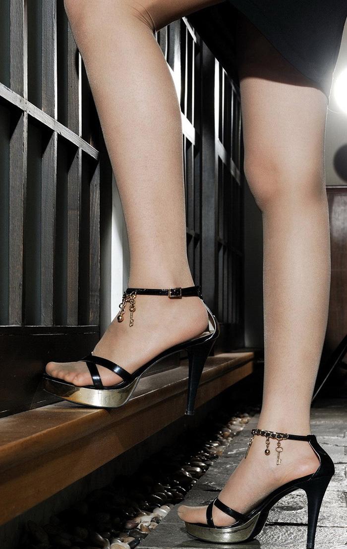 【美脚エロ画像】スラリとした美脚についつい手が伸びてしまいそうwww 40
