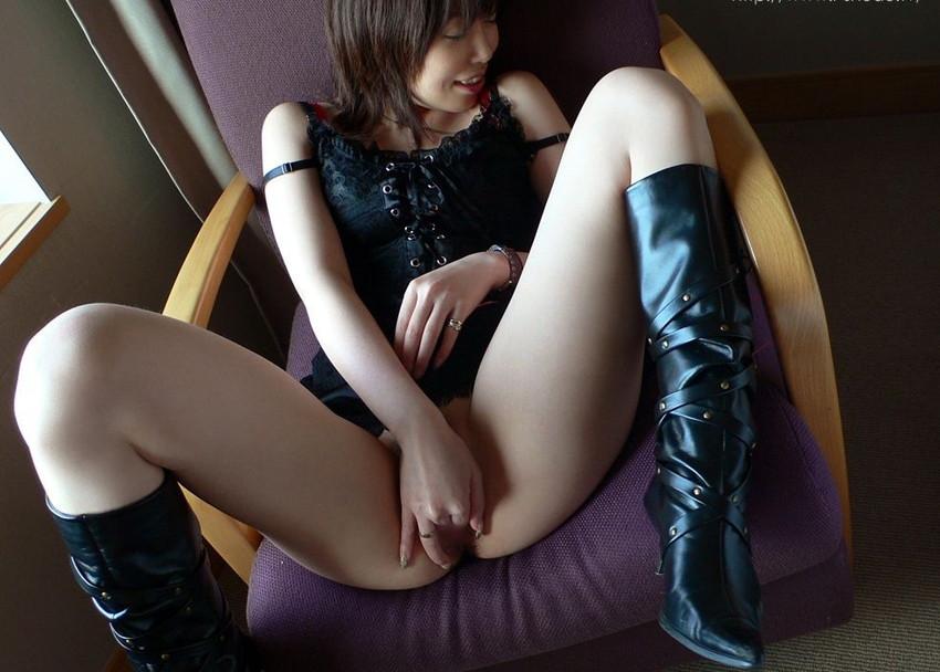 【指オナニーエロ画像】女の子だってオナニーくらいする!オーソドックスなオナニー! 21