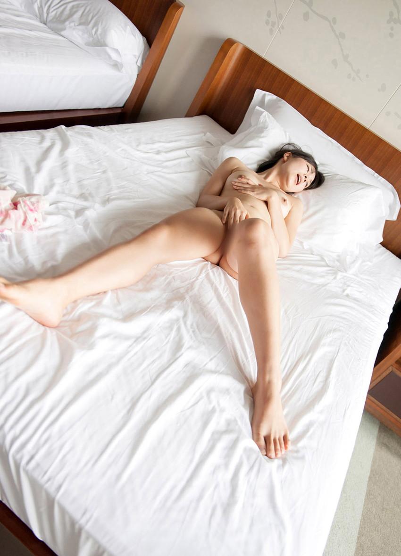 【指オナニーエロ画像】女の子だってオナニーくらいする!オーソドックスなオナニー! 49
