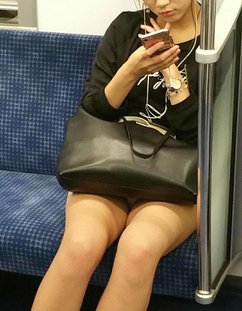 【電車内盗撮エロ画像】電車内でパンチラしている女子見つけたから撮ったったw 05