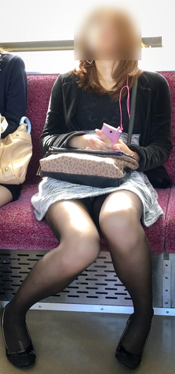 【電車内盗撮エロ画像】電車内でパンチラしている女子見つけたから撮ったったw 11