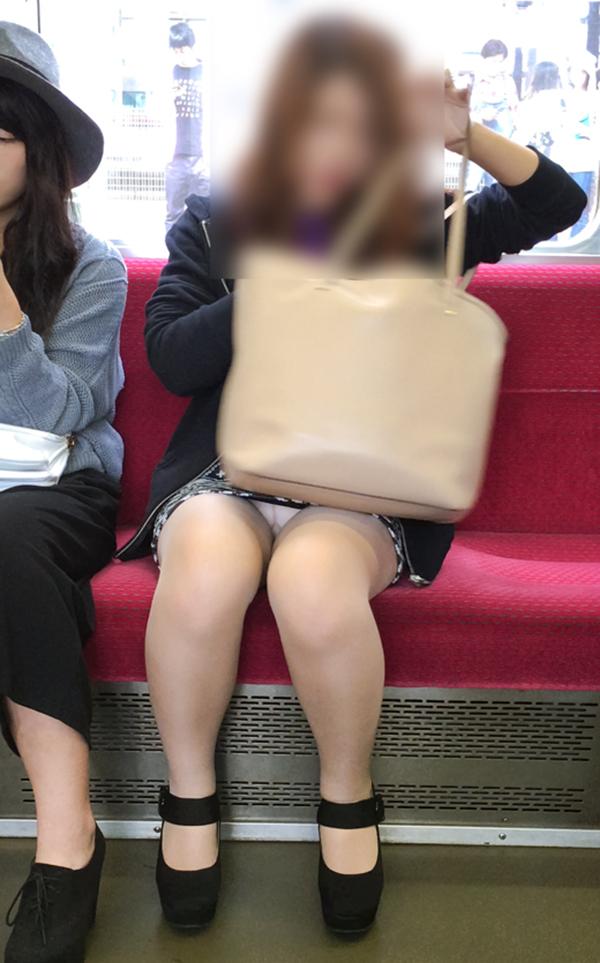 【電車内盗撮エロ画像】電車内でパンチラしている女子見つけたから撮ったったw 15
