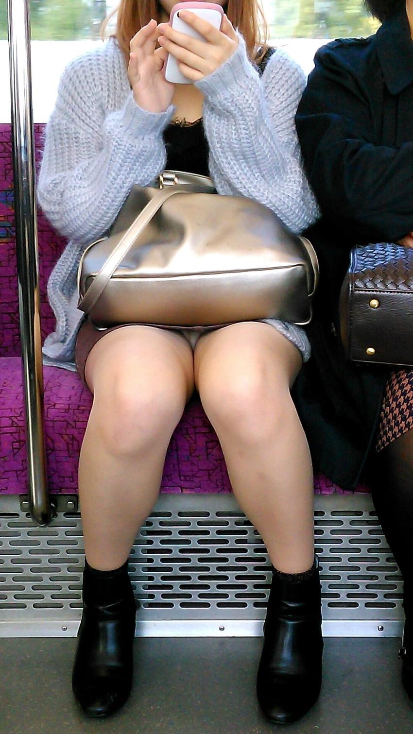 【電車内盗撮エロ画像】電車内でパンチラしている女子見つけたから撮ったったw 30