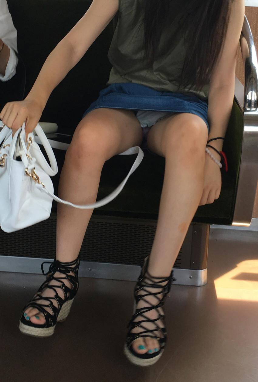 【電車内盗撮エロ画像】電車内でパンチラしている女子見つけたから撮ったったw 40