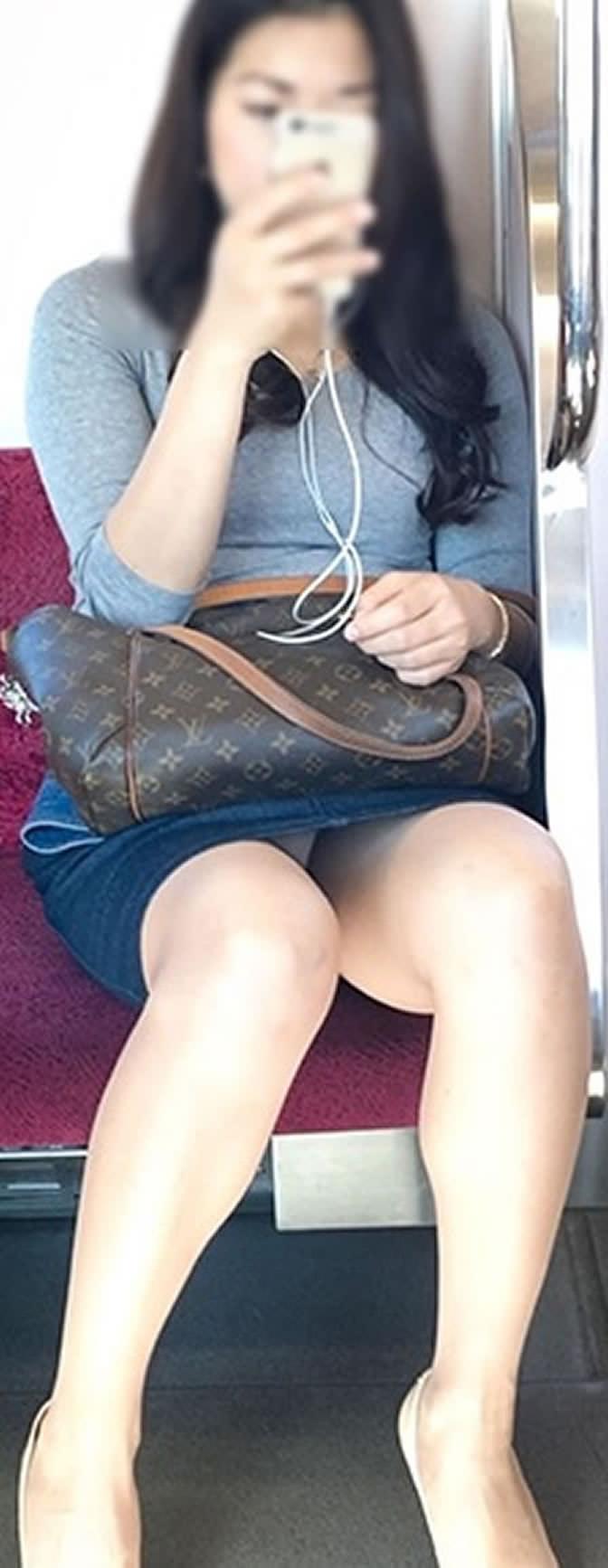 【電車内盗撮エロ画像】電車内でパンチラしている女子見つけたから撮ったったw 43