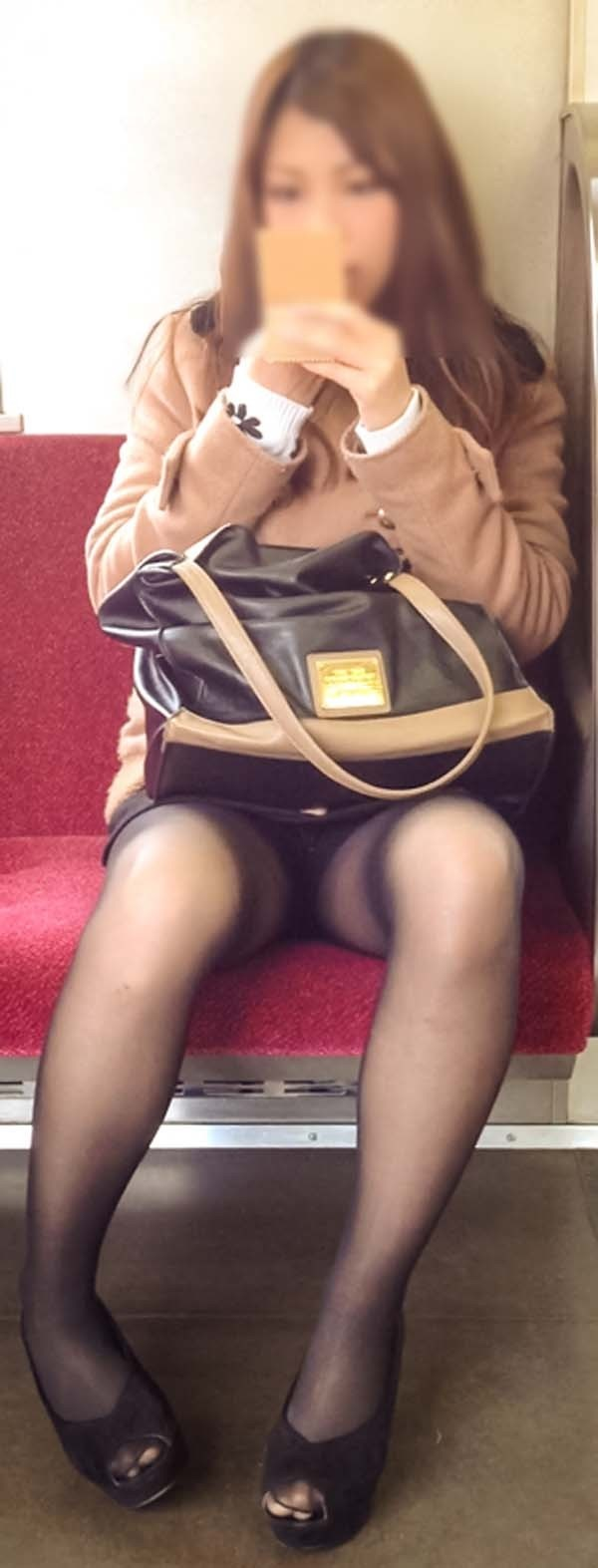 【電車内盗撮エロ画像】電車内でパンチラしている女子見つけたから撮ったったw 45