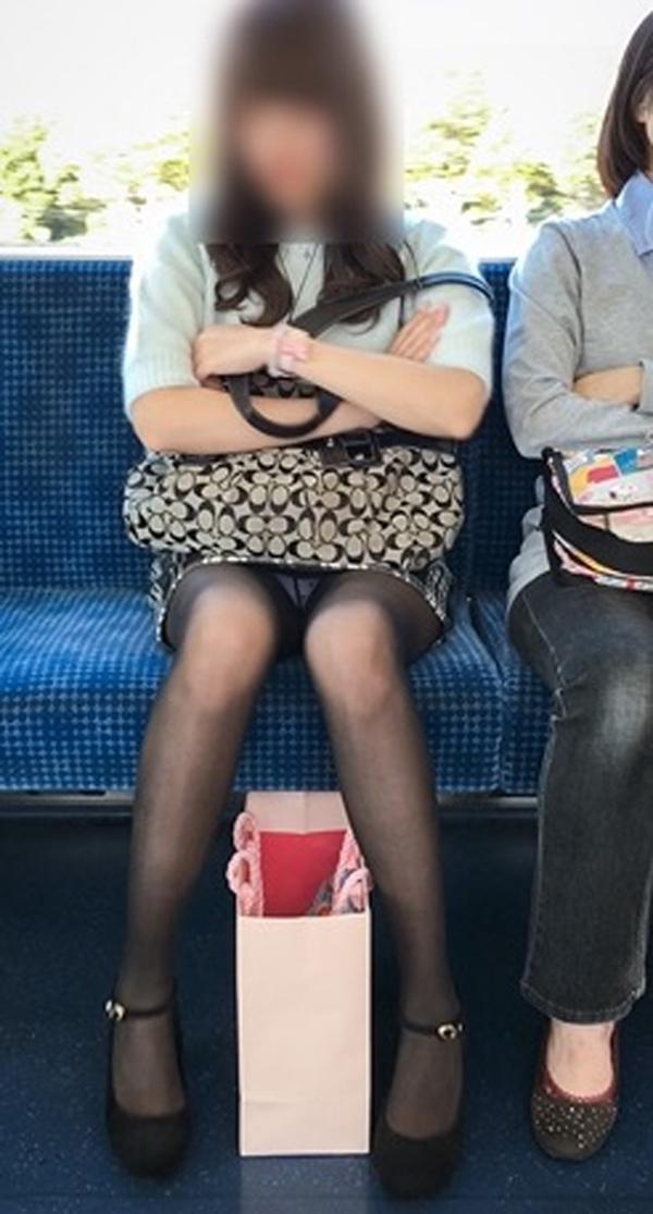 【電車内盗撮エロ画像】電車内でパンチラしている女子見つけたから撮ったったw 49