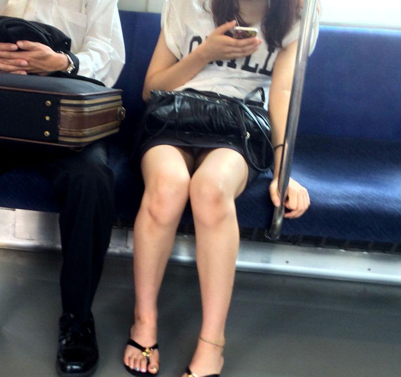 【電車内盗撮エロ画像】電車内でパンチラしている女子見つけたから撮ったったw 55