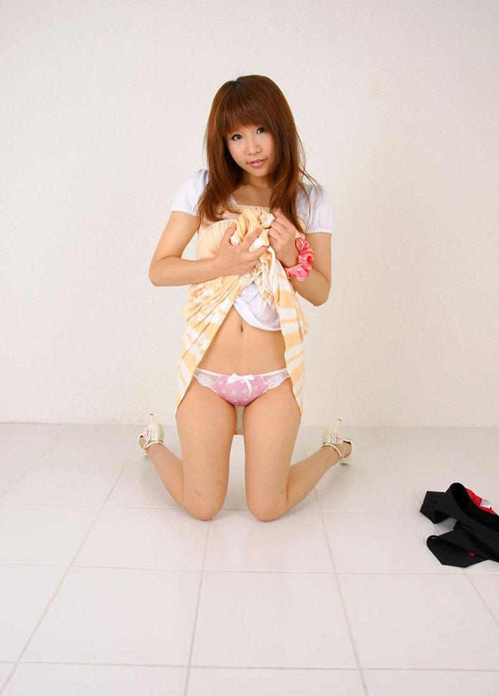 【セルフパンチラエロ画像】女の子のスカートの中身が最高にエロかったwww 11