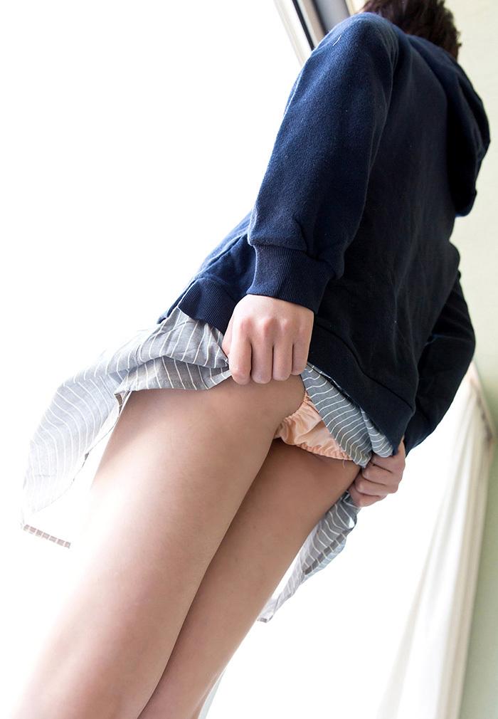【セルフパンチラエロ画像】女の子のスカートの中身が最高にエロかったwww 35