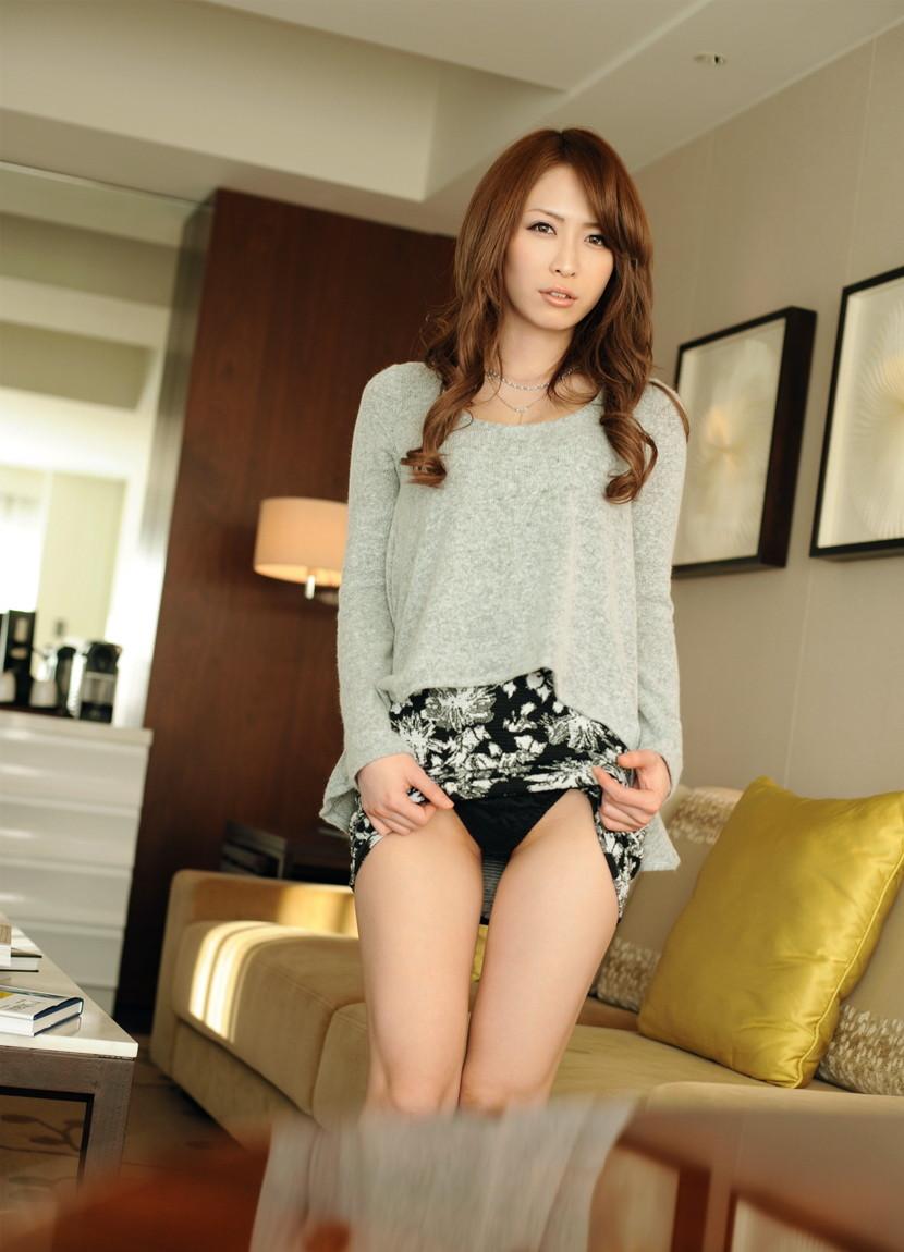 【セルフパンチラエロ画像】女の子のスカートの中身が最高にエロかったwww 38