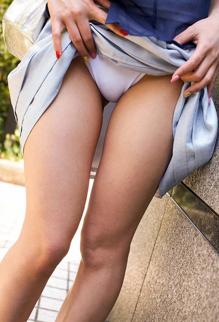 【セルフパンチラエロ画像】女の子のスカートの中身が最高にエロかったwww 41