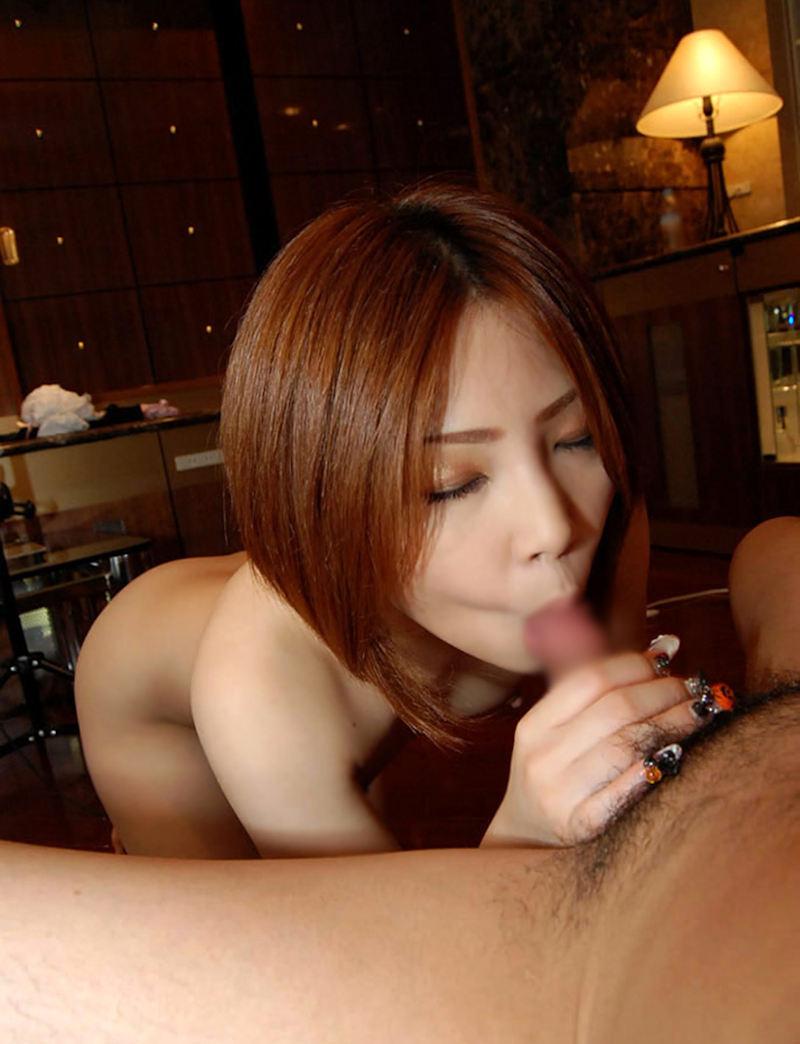 【フェラチオエロ画像】オチンポ咥えて満足げなフェラ好き女がエロくて草www 54