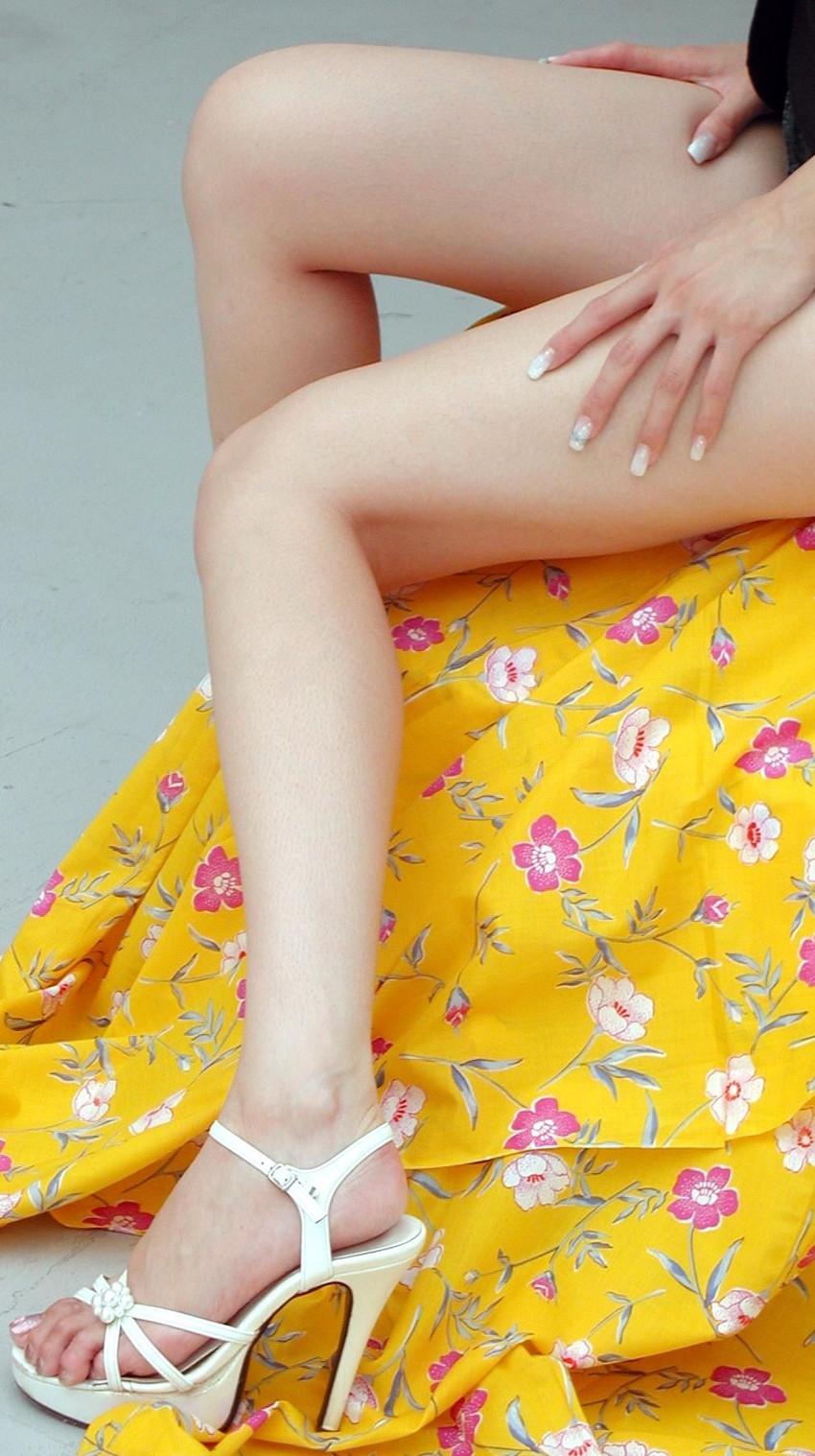 【美脚エロ画像】思わず見とれてしまう!?スラリと伸びた美脚美人! 14
