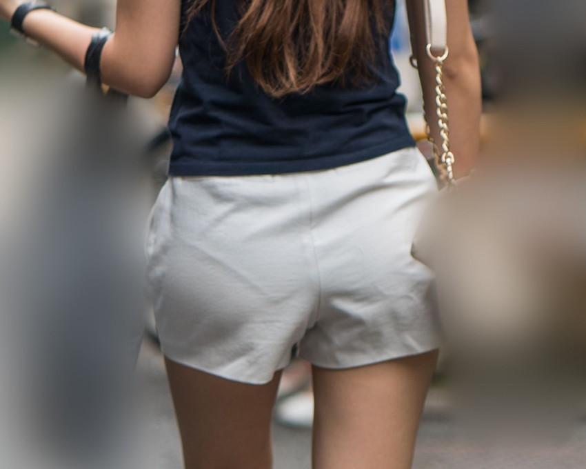 【ホットパンツエロ画像】街中をこんな太ももムキだしで歩くとか誘ってんのか?ww 24