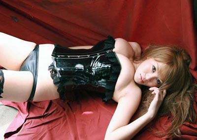 M男は見ただけで我慢汁が溢れ出すというボンテージ美女のセクシー画像集(30枚)
