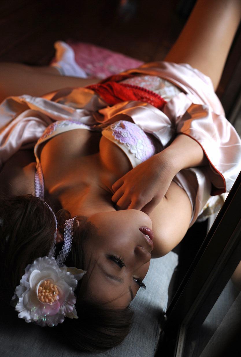 【和服エロ画像】日本古来からの民族衣装のエロスを楽しもうじゃないか!?w 46
