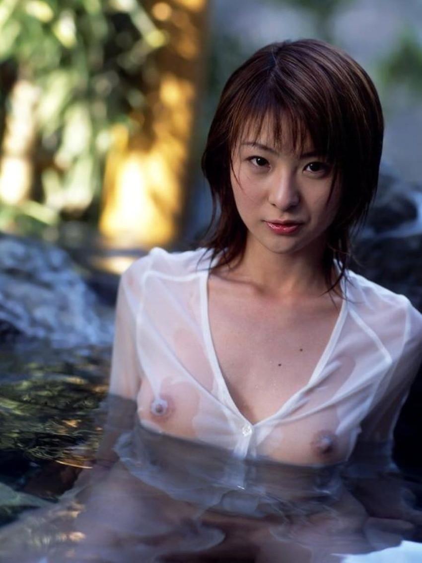 【濡れ透けエロ画像】濡れた着衣がこんなにスケスケでエロすぎるだろw 50