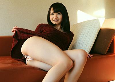 【セルフパンチラエロ画像】女の子からスカートを捲って「見てもいいんだよ?」