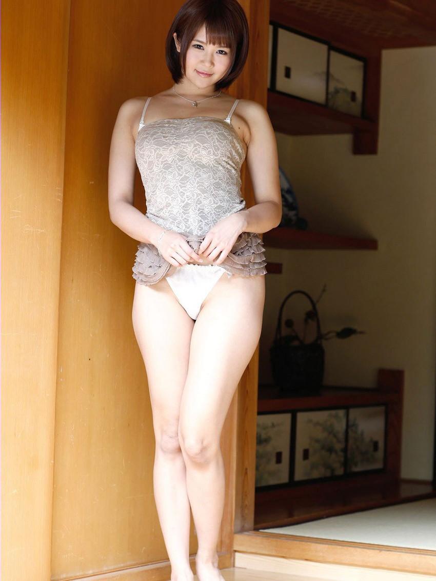 【セルフパンチラエロ画像】女の子からスカートを捲って「見てもいいんだよ?」 04