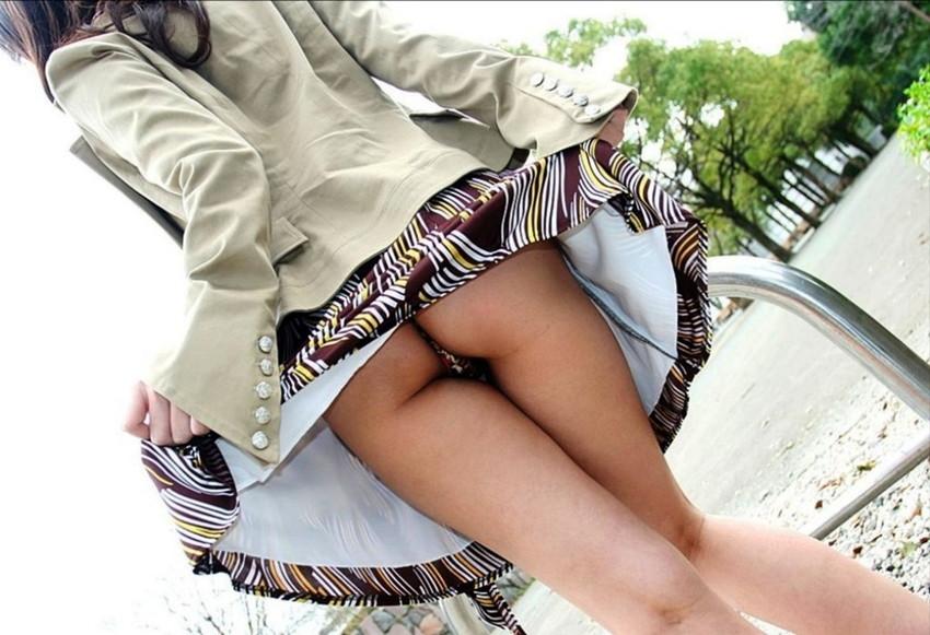【セルフパンチラエロ画像】女の子からスカートを捲って「見てもいいんだよ?」 44