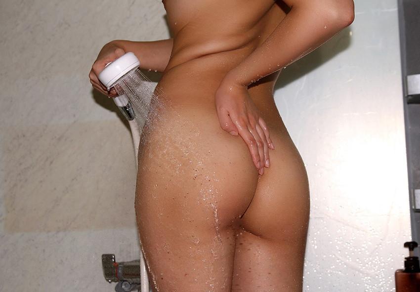 【シャワーエロ画像】全裸でシャワー浴びてる女に興奮してしまうwwww 20