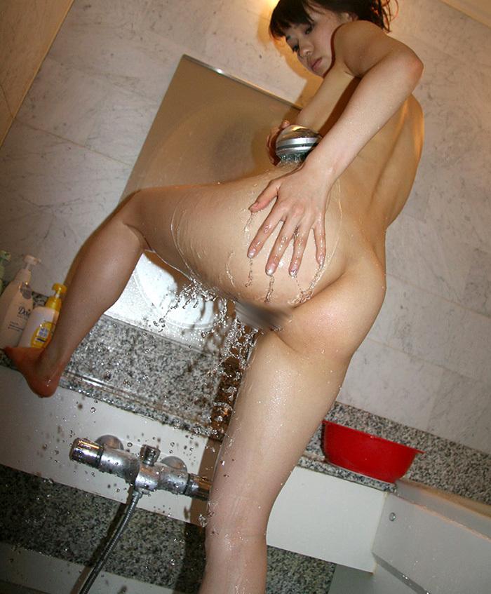 【シャワーエロ画像】全裸でシャワー浴びてる女に興奮してしまうwwww 22
