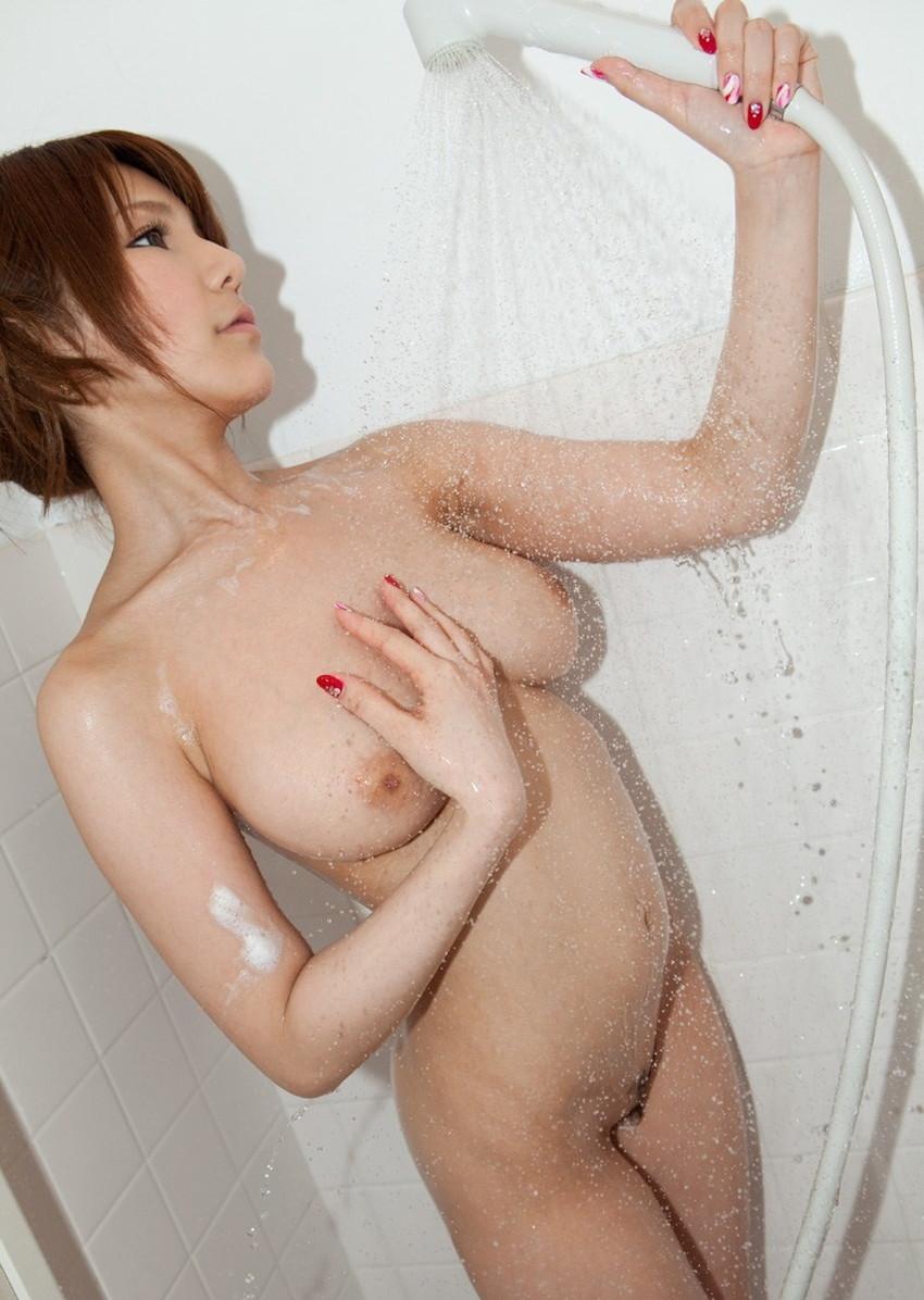 【シャワーエロ画像】全裸でシャワー浴びてる女に興奮してしまうwwww 23