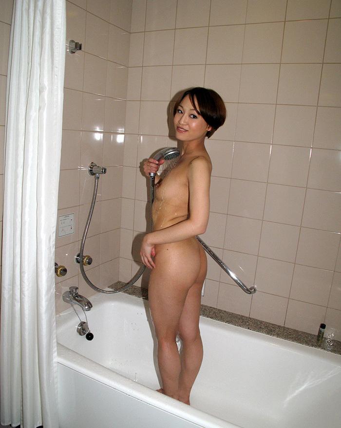 【シャワーエロ画像】全裸でシャワー浴びてる女に興奮してしまうwwww 37
