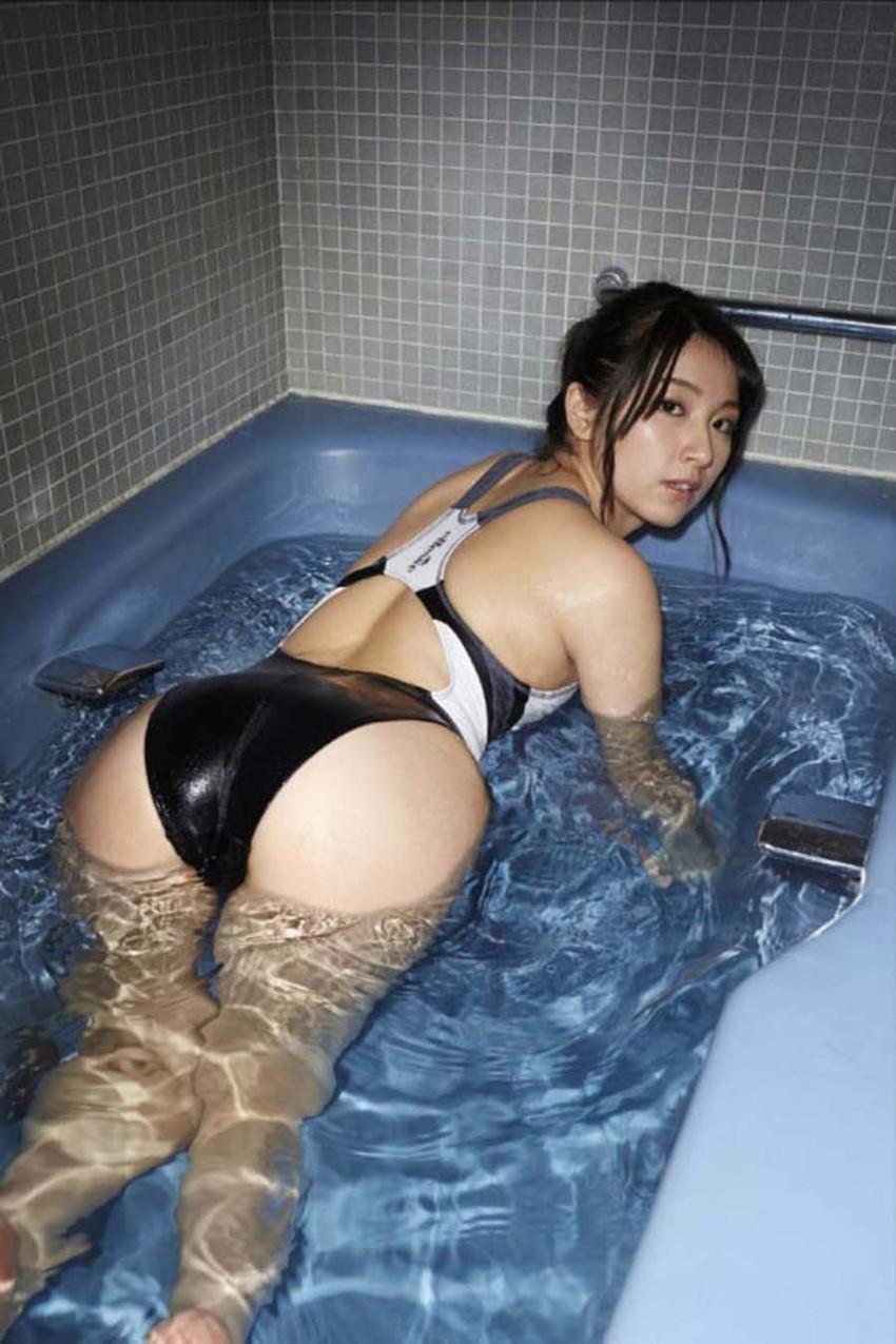 【競泳水着エロ画像】これってもしかしたビキニよりもエロい水着なのか?w 37