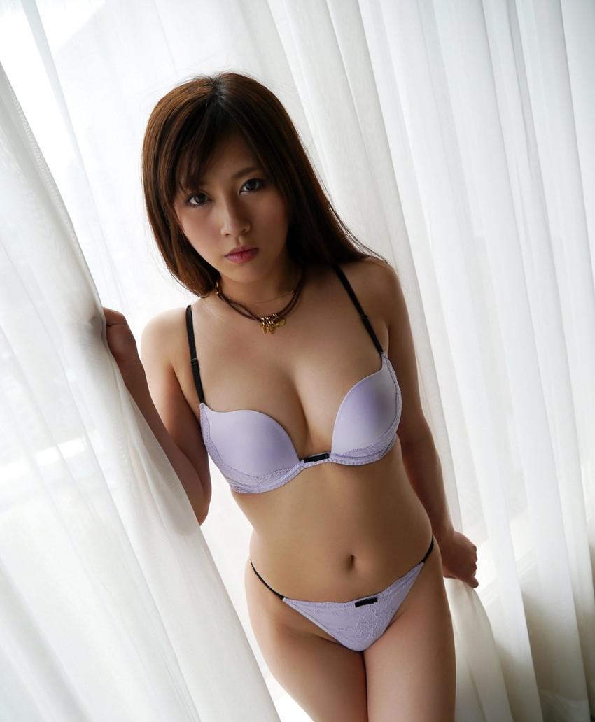 【下着エロ画像】女性下着に求められるのは機能性だけではなくセクシーさも重要! 53