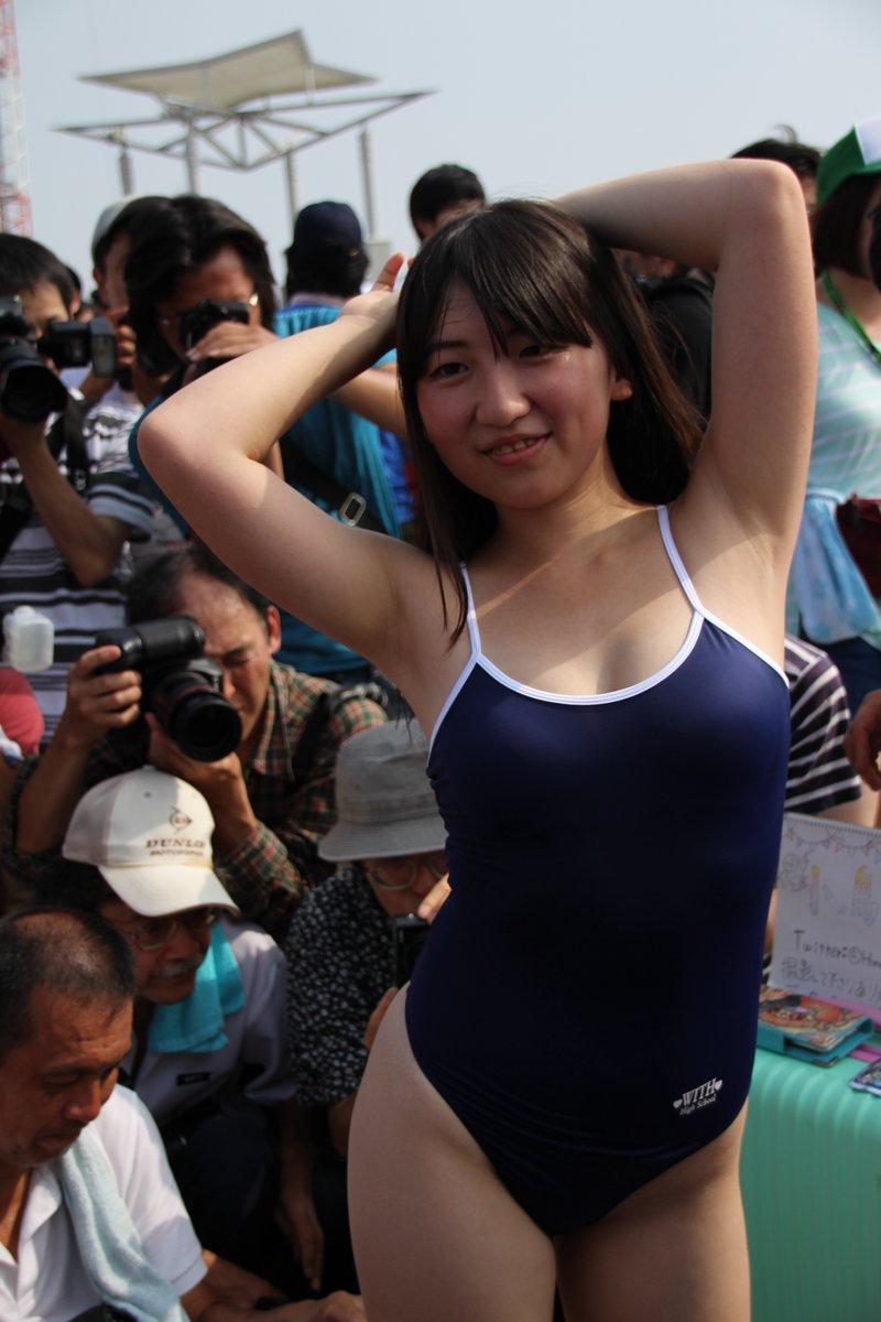 【コミケエロ画像】こんな露出の高い衣装で人前にでるとかどんな羞恥プレイw