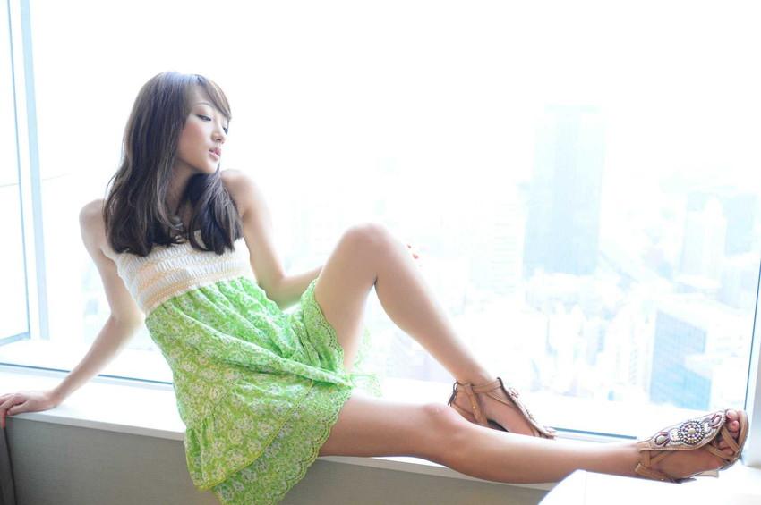 【美脚エロ画像】もう舐めまわしてもいい!って本気で思える美脚女子の脚! 02