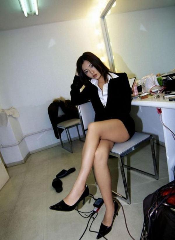 【美脚エロ画像】もう舐めまわしてもいい!って本気で思える美脚女子の脚! 16
