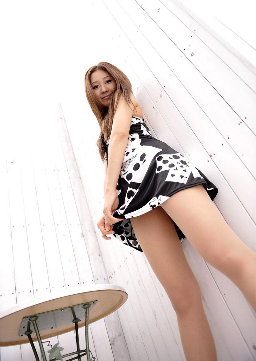 【美脚エロ画像】もう舐めまわしてもいい!って本気で思える美脚女子の脚! 19