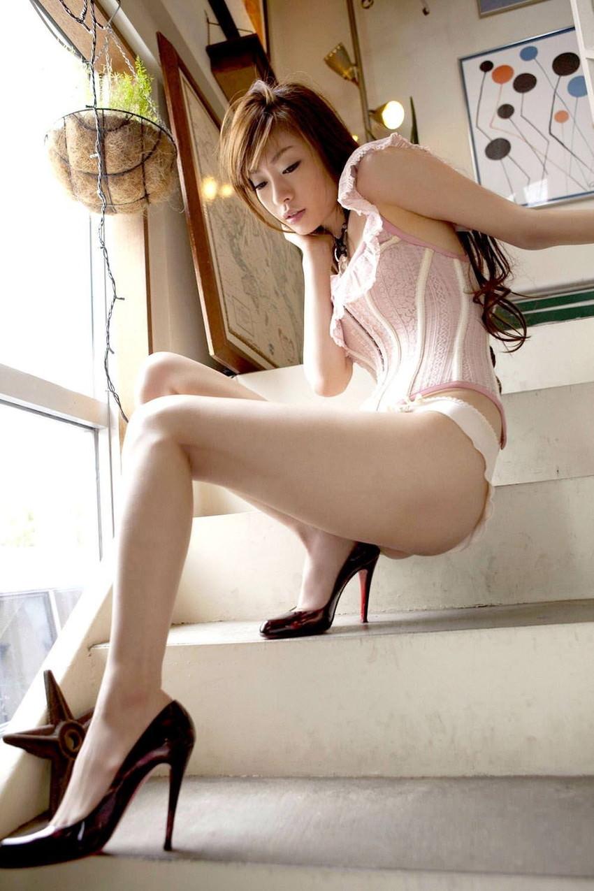 【美脚エロ画像】もう舐めまわしてもいい!って本気で思える美脚女子の脚! 31