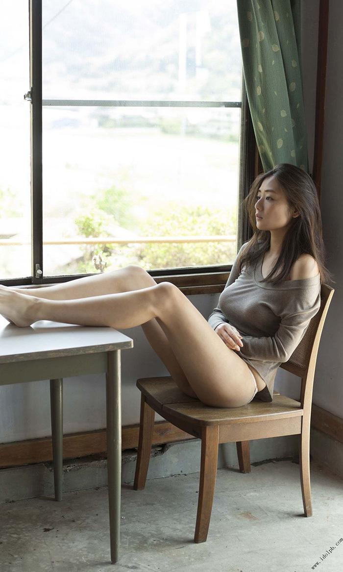 【美脚エロ画像】もう舐めまわしてもいい!って本気で思える美脚女子の脚! 32