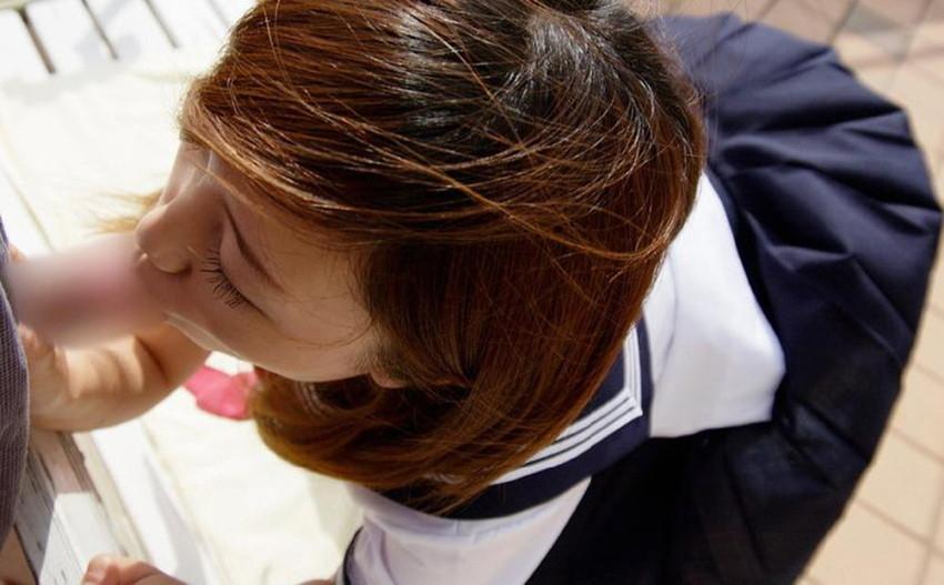 【JKコスフェラチオ画像】JKに扮した女の子達がフェラチオ!なんかムズムズするww 37