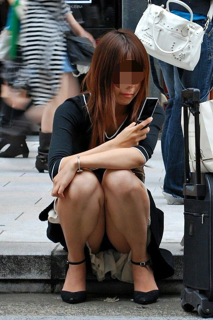 【街中パンチラエロ画像】街中で見つけたパンチラを狙って盗撮したったぜ! 17