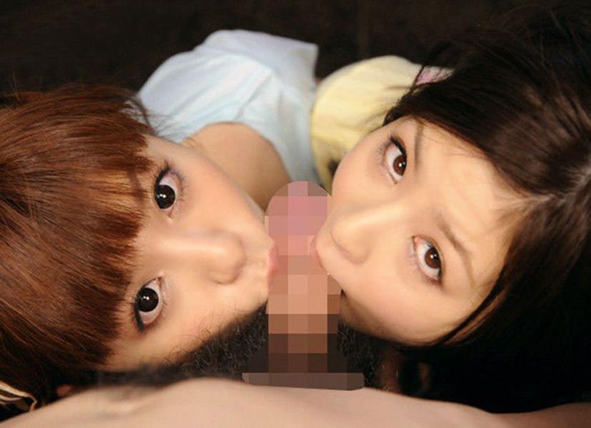 【ハーレムフェラエロ画像】複数人の女の子が一本のチンポを奪い合うフェラww 52