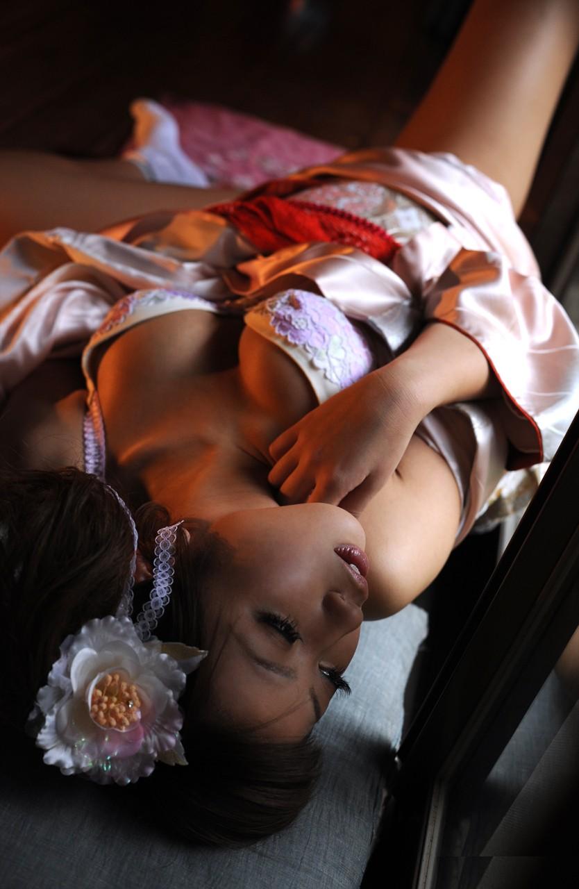 【和服エロ画像】日本古来の民族衣装をまとった女の子のエロ画像にフル勃起不可避! 20