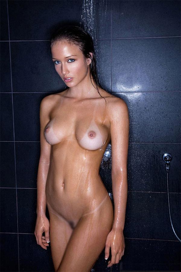 【海外日焼けエロ画像】海外女子の日焼け跡の残る裸体が堪らなくエロいんだがw 03