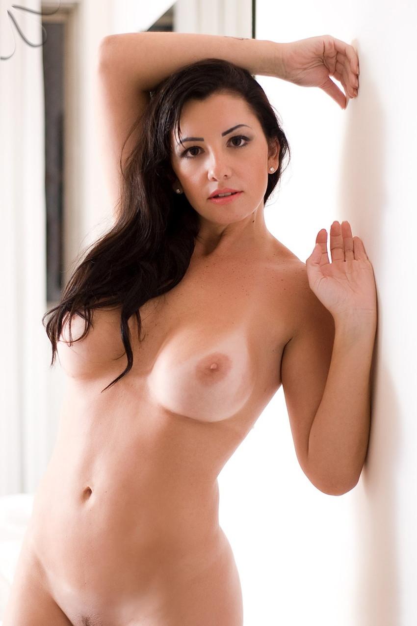 【海外日焼けエロ画像】海外女子の日焼け跡の残る裸体が堪らなくエロいんだがw 04