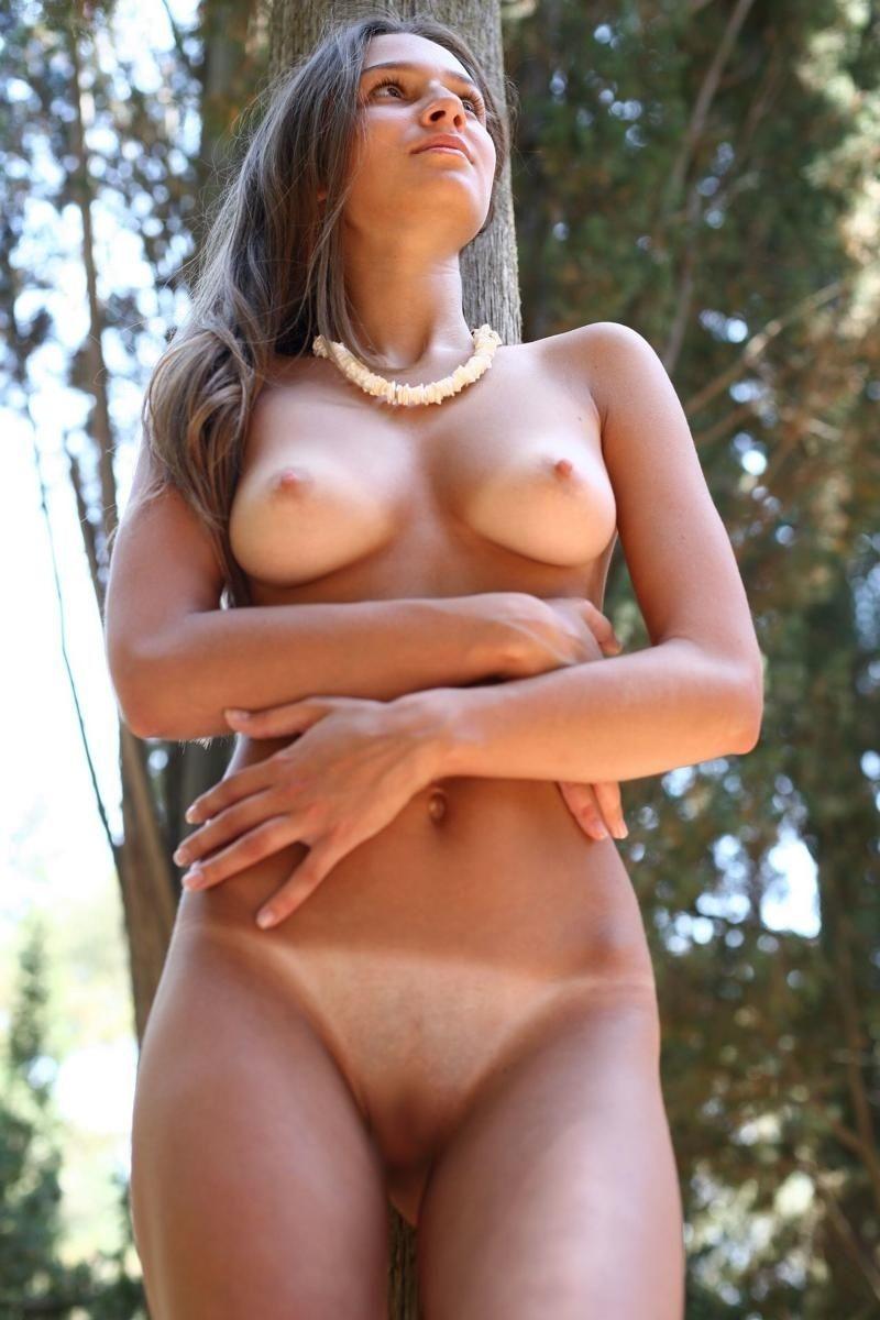 【海外日焼けエロ画像】海外女子の日焼け跡の残る裸体が堪らなくエロいんだがw 33