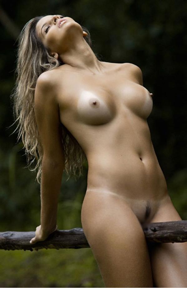 【海外日焼けエロ画像】海外女子の日焼け跡の残る裸体が堪らなくエロいんだがw 34