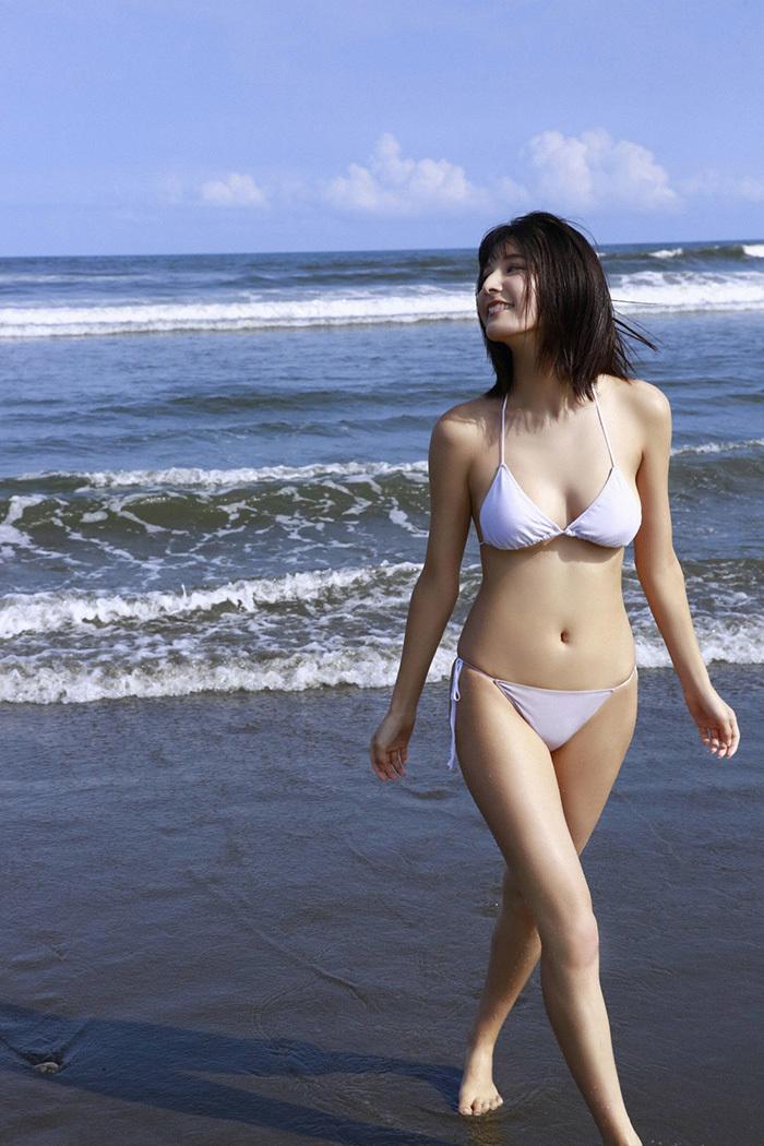 【ビキニエロ画像】露出過多!まるで下着と変わらないビキニ姿の女の子たち! 25