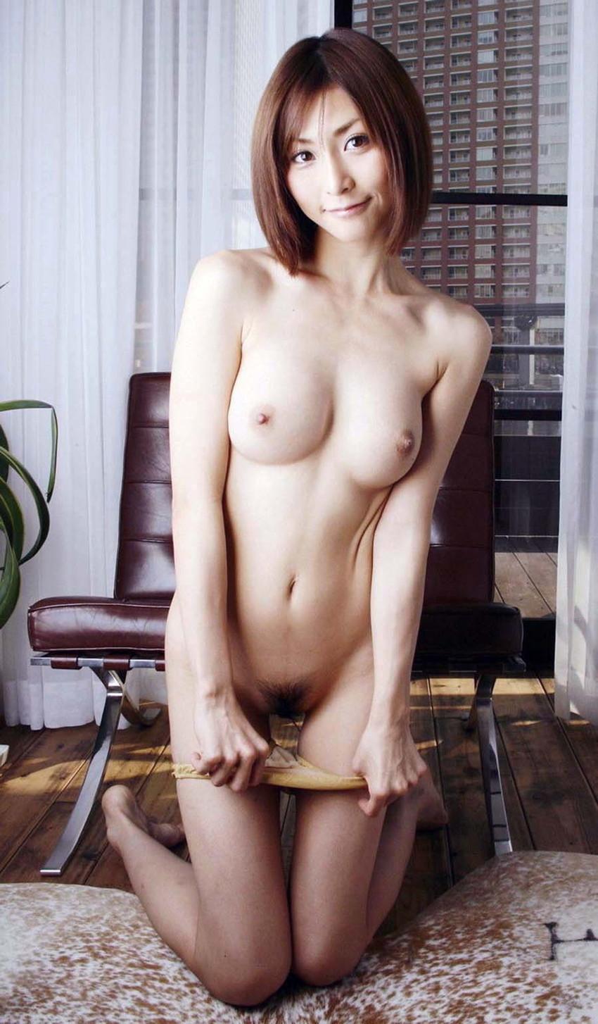 【パンツ半脱ぎエロ画像】パンティー脱ぎかけた女の子がすっごくセクシー! 11