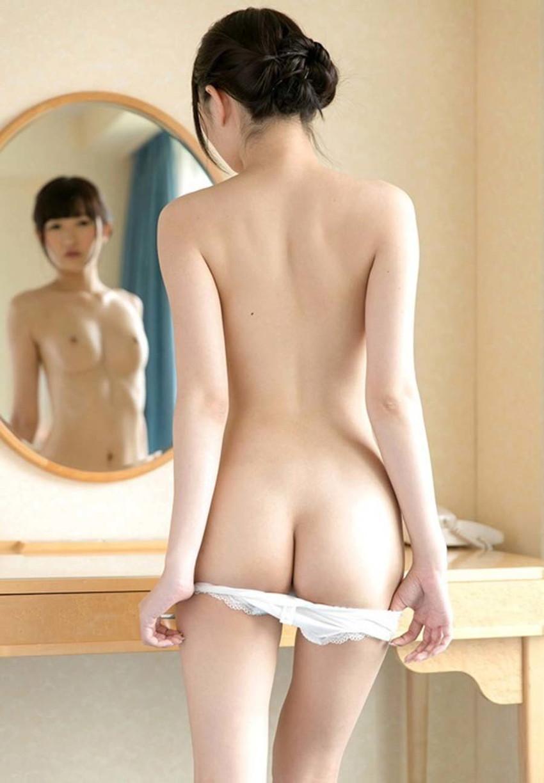 【パンツ半脱ぎエロ画像】パンティー脱ぎかけた女の子がすっごくセクシー! 43
