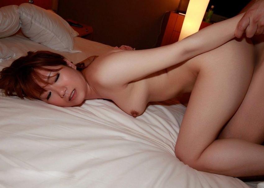 【バックエロ画像】お尻フェチにも大好評の後背位というセックスの体位! 44