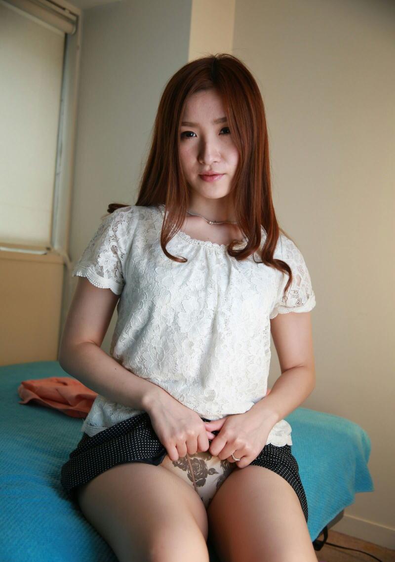 【セルフパンチラエロ画像】女の子にこんな風に誘われたら、ワイ堪らんぞ!www 18